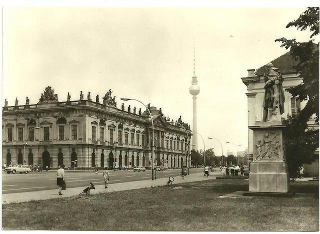 berlin, hauptstadt der ddr - unter den linden, museum für deutsche geschichte mit fernseh- und ukw-türm der deutschen post.    postcard, 60s, ddr/gdr,    published by verlag felix satecki, berlin.