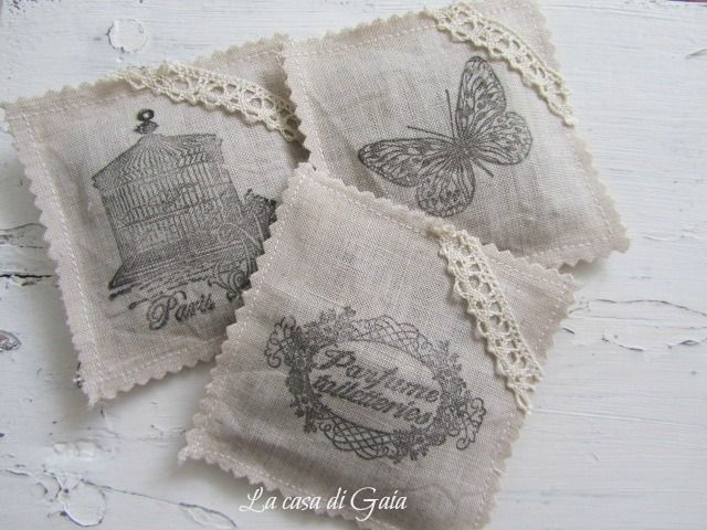 La casa di Gaia: Etichette shabby e bustine di lavanda-Shabby labels and sachets of lavender