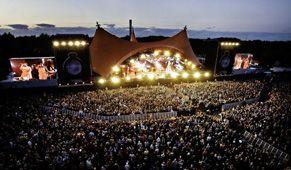LES VIEILLES CHARRUES #LesVieillesCharrues Le plus grand festival musical français attire chaque année dans la ville bretonne de Carhaix plus de 200 000 spectateurs.  OÙ : Carhaix-Plouguer (France) QUAND : du 16 au 19 juillet