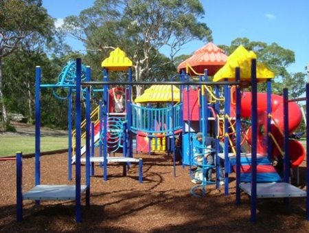 Oatley Park Steamroller park - with toilets BBQ, parking close by. St George and Sutherland Shire free fun    Found at playgroundfinder.com