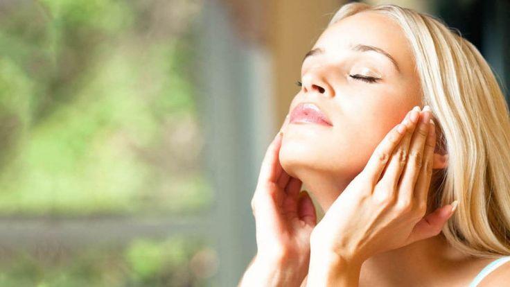 Temiz ve İlgi Çekici Birisi Olmak İçin Kişisel Bakım Nasıl Yapılır?  Günümüzde bayanların en çok dikkat ettiği konulardan biri de kişisel bakım uygulamaları ile ilgilidir. Saç ve vücut bakımının yanı sıra yüz bakımı da bu anlamda oldukça önemlidir.