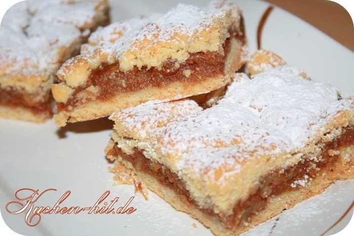 Rezept für einen gedeckten Apfelkuchen mit Mürbeteig, Eischnee und Zimt und Walnüssen, der mit Schmalz zubereitet wird.