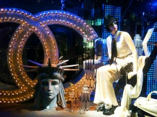 Retrospective Chanel collections in the windows of Le Printemps styled by Karl Lagerfeld. Витрины, стилизованные Карлом Лагерфельдом, для Le Printemps Paris.