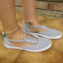 In 2 minutes you will have a new pair of  sneakers perfect for the summer! Steps in English and Spanish