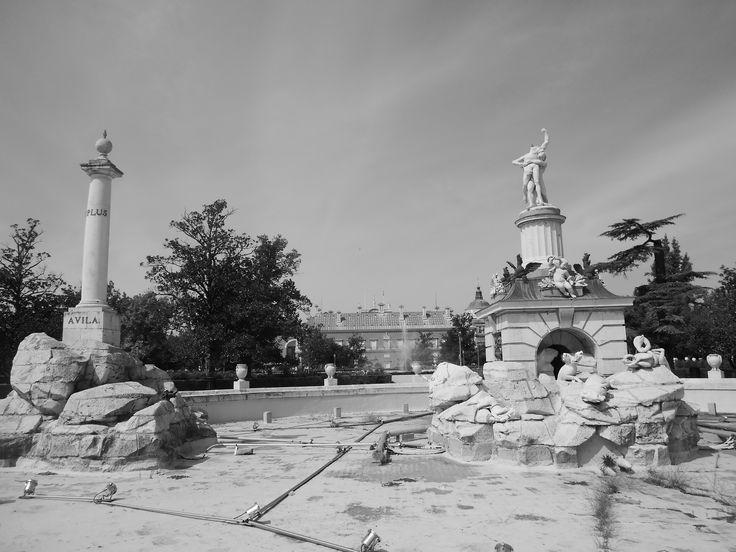 Fuente de Hércules y Anteo y Palacio.