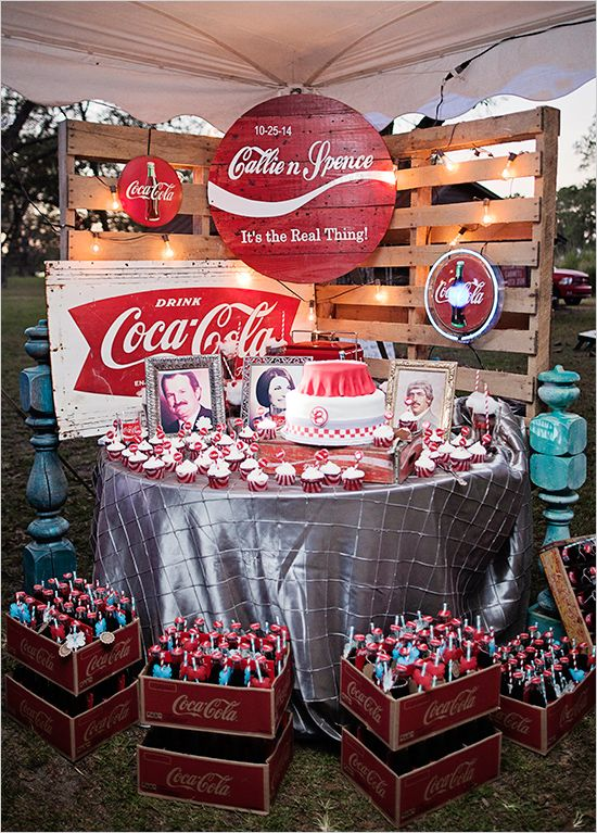 Are you and your future husband/wife addicted to Coke? If so then this wedding will give you great ideas and inspirations for one of the most awesome wedding ever! Coca Cola everywhere!!!