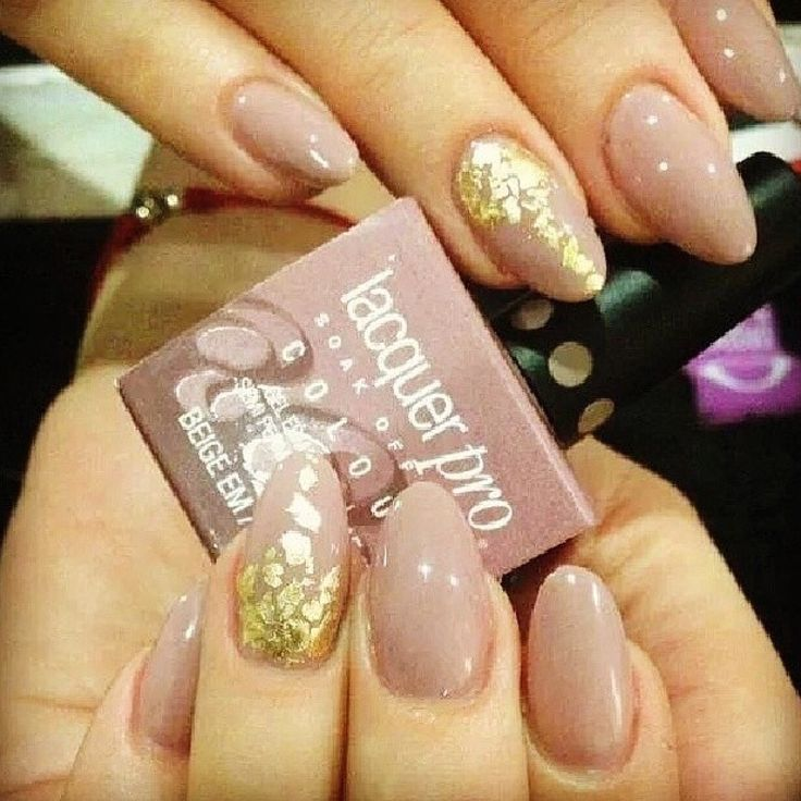 Qué tal este diseño con Lacquer Pro y papel de oro? Atrevete a ser diferente! #nailart #manicure   http://www.pilpintunails.com/10-productos/4-conoces-el-lacquer-pro