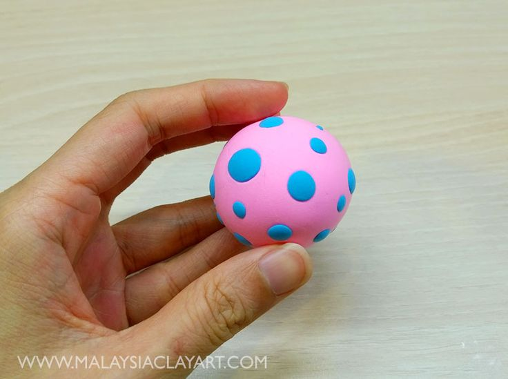We want to show you how to make a squeezable stress ball with air dry clay - tanah liat kering udara! Easy to make and you can customise the shape!