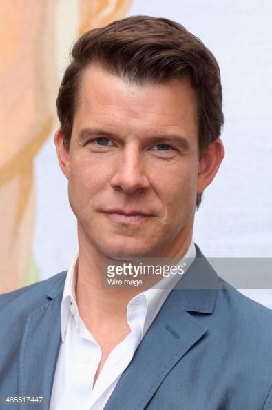 Eric Mabius [Signed, Sealed, Delivered; Ugly Betty; Chicago Fire; Reading Writing & Romance; How to Fall in Love; A Christmas Wedding]