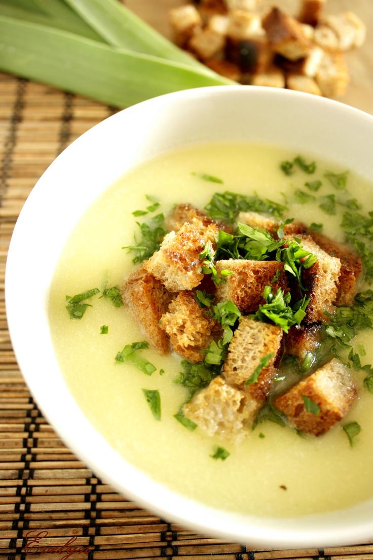 Supa crema de cartofi cu praz http://nonamefood.blogspot.ro/2012/03/supa-crema-de-cartofi-cu-praz.html