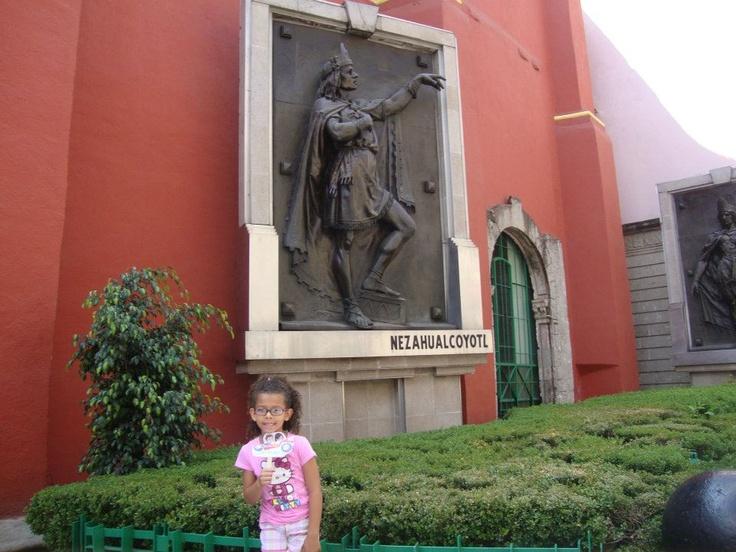 Sam, Sofia & Vanessa pay tribute to Nezahualcoyotl at jardin la confederacion militar creada entre los pueblos prehispanicos #littlepassports