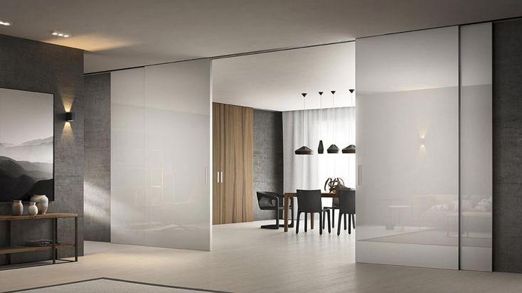 Porte e serramenti che non chiudono un ambiente ma lo creano con la magia delle trasparenze di vetro e cristallo.