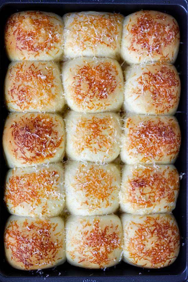 Cursi Parker House Rolls - mejor casa Parker rollos receta con queso parmesano.  Fácil, a prueba de fallos y produce suaves y deliciosos panecillos caseros |  rasamalaysia.com