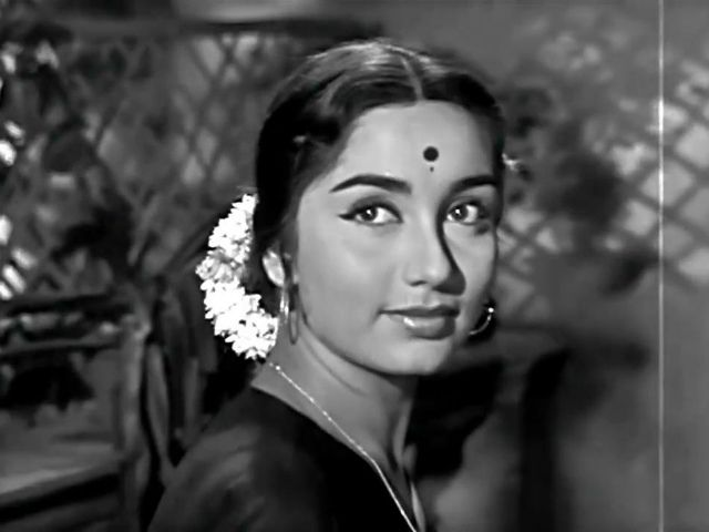 Sadhana received her first Filmfare nomination as best actress with her performance in dual roles in the first part of filmmaker Raj Khosla's thriller trilogy Woh Kaun Thi?, co-starring Manoj Kumar. She also worked with Dev Anand in movies like Asli-Naqli and Hum Dono