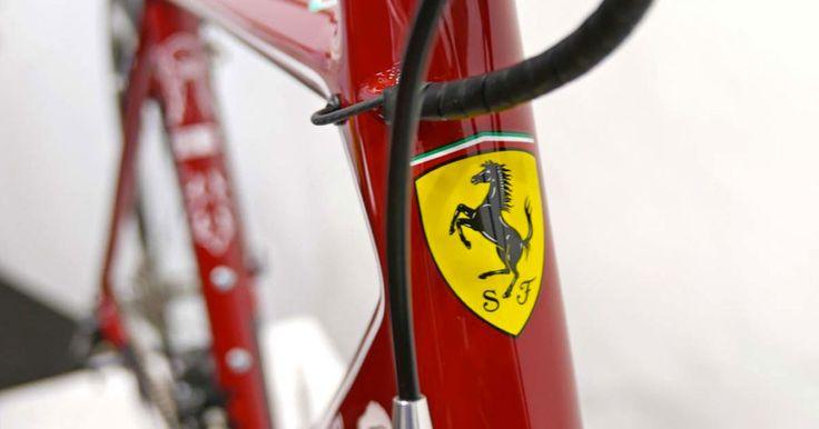 Escuderia italiana lançou bicicleta de estrada em parceria com a Bianchi.