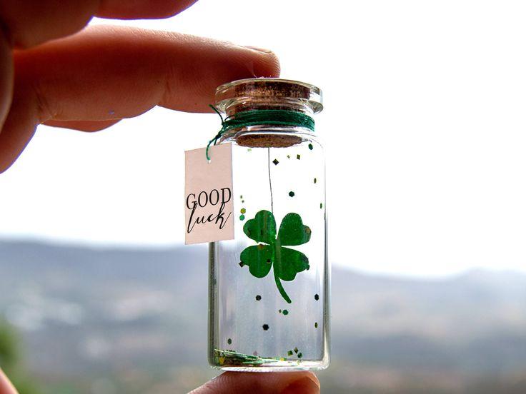 Buena Suerte. Te deseo suerte. Good luck. Mensaje en una botella. Miniaturas. Regalo personalizado. Divertida postal. de EyMyMessage en Etsy