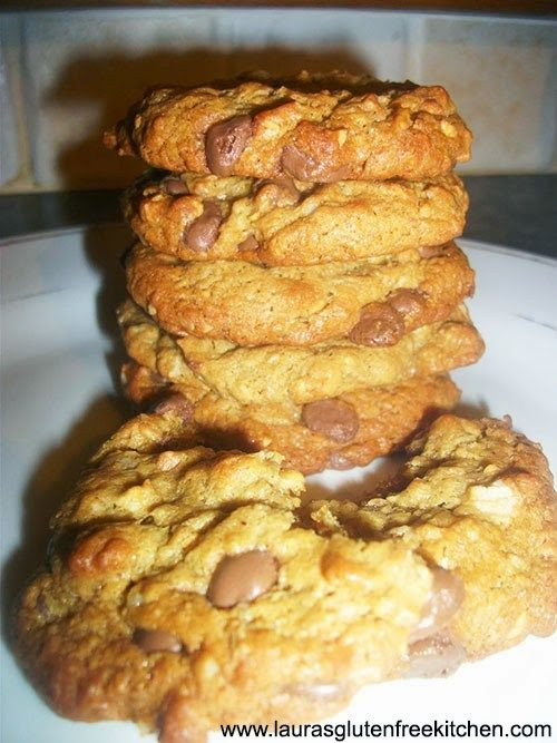 Gluten free Flourless Chocolate Chip Cookies --- These are ridiculously good-looking, chewy, thick, fat peanut butter chocolate chip cookies. Without flour or butter.