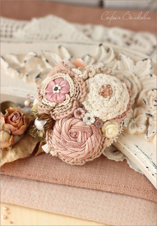 """Купить Брошь """"Утренние розы"""" - брошь, брошь ручной работы, текстильная брошь, брошь из ткани"""