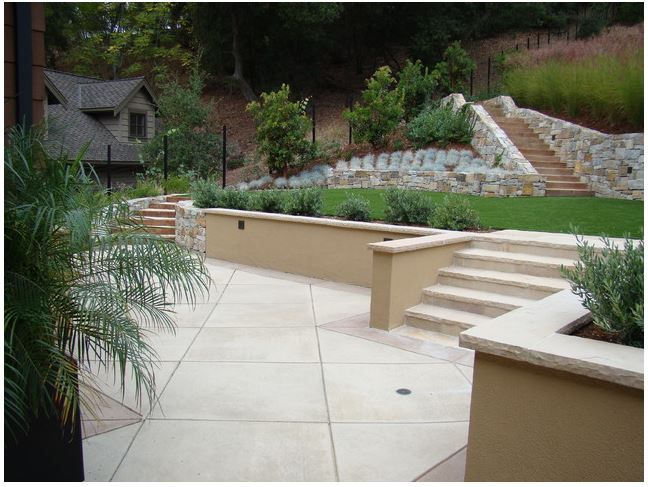 stucco retaining wall with stairs in 2019