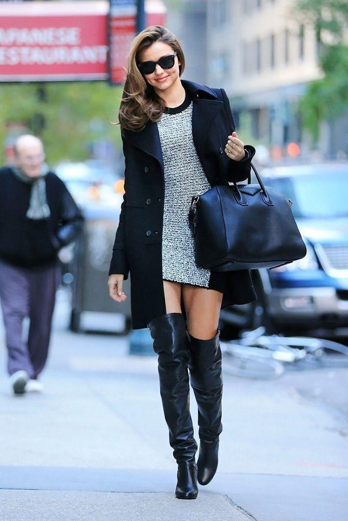 Miranda Kerr: la top combina sus botas altas de piel de Hermès, con un minivestido jersey de Alexander Wang, abrigo masculino de Givenchy y su bolso Antigona también de Givenchy.