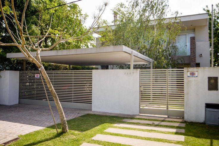 Diseñada por Micaela Busetto y Walter De Battista, ésta es una #casa cuyo patio interno articula, ilumina y confiere amplitud a todos los ambientes.