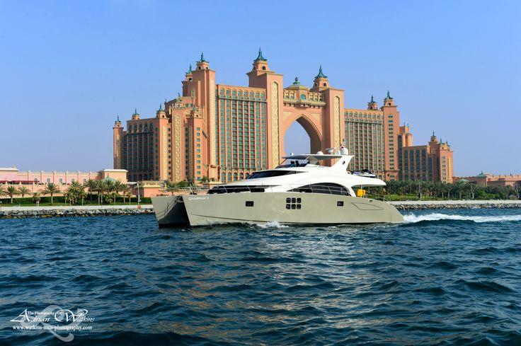 DAMRAK II in Dubai, in front of te ATLANTIS hotel