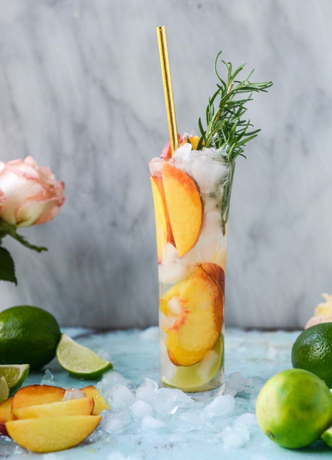 fresh peach gin and tonic / howsweeteats.com