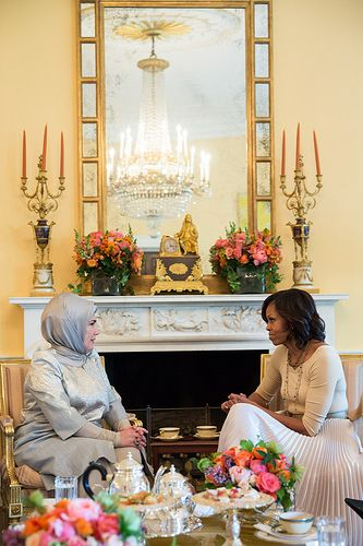 First Lady Michelle Obama meets with Emine Erdoğan, wife of the Prime Minister of Turkey, in the Yellow Oval Room of the White House, May 16, 2013.