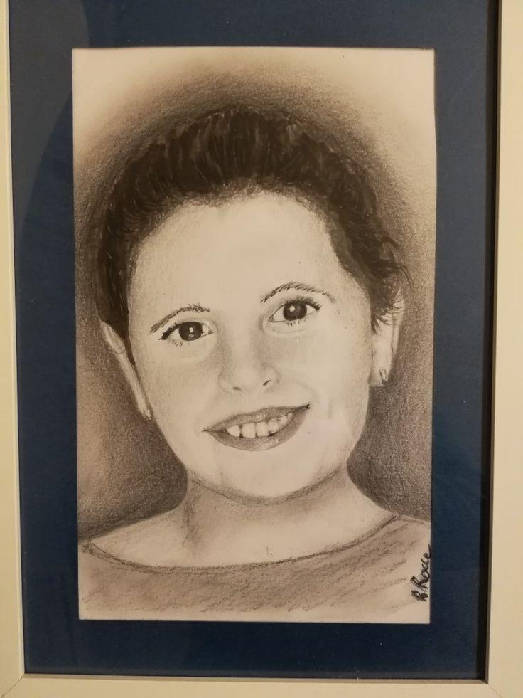 Ritratto di mia figlia. Matita nera e bianca su cartoncino