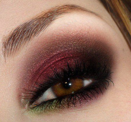 pretty combo of maroon and green in the corner!Eye Makeup, Eye Color, Eye Shadows, Brown Eye, Hazel Eye, Eyemakeup, Eyeshadows, Smokey Eye, Green Eye