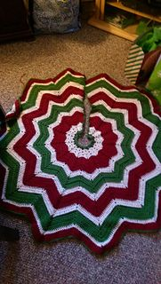 Crocheted chevron Christmas tree skirt pattern