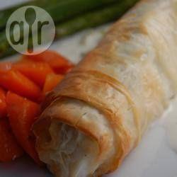 Foto recept: Heilbotfilet in filodeeg met citroen-lente-ui saus