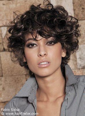 Peinados y Looks de Moda: Cabello Corto Rizado Veraniego en el 2013