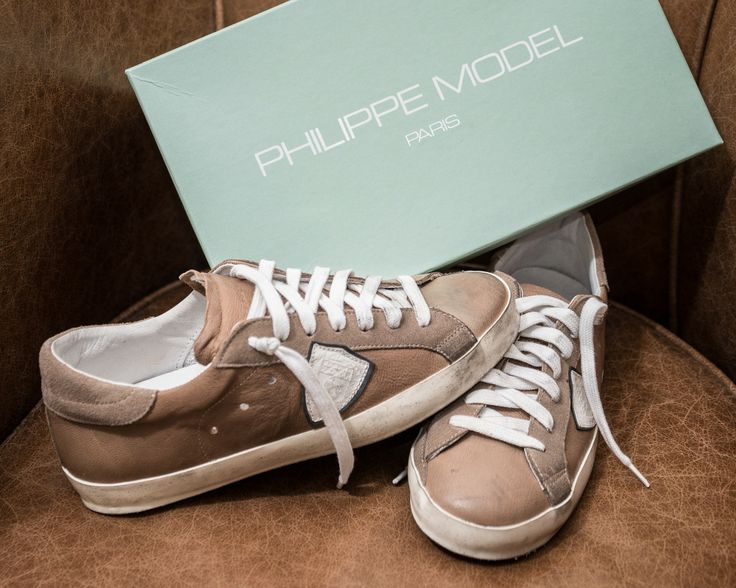 SCARPE PHILIPPE MODEL  Scarpa Classic bassa in cuoio, laccio bianco, unisex. Disponibilità: Disponibile - See more at: http://www.vienvioutlet.it/index.php/uomo/scarpe-philippe-model.html#sthash.oYuLBMum.dpuf