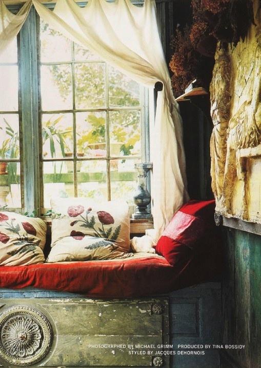 Want those pillows!Decor, Rustic Elegant, Dreams, Windows Seats, Reading Nooks, Vintage Windows, Gardens House, Old Doors, Window Seats