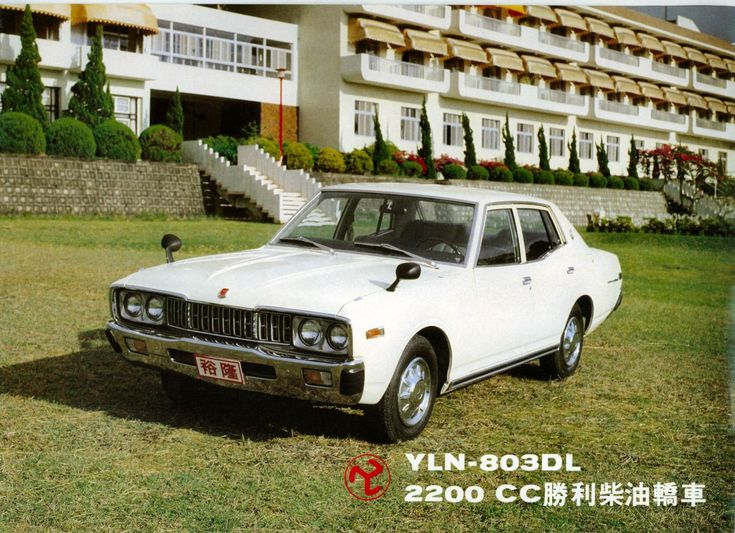YLN 803 (based on Nissan Cedric)