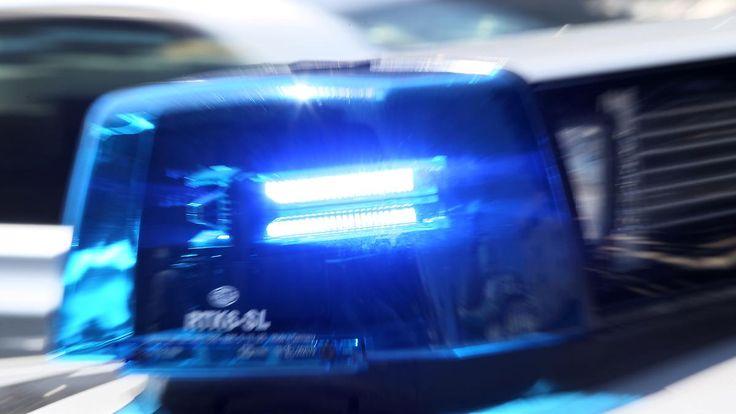 Einsatz nach Zweite-Reihe-Parken: Schaulustiger Mob greift Polizisten an