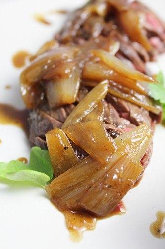 Voilà une pièce de viande qui nous plaît énormément... Mais saviez-vous que l'onglet fait partie des abats? C'est pourtant le cas! Ingrédients pour 4 perso