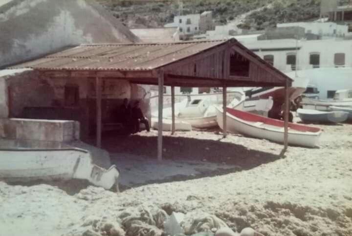 Antigua Chanca Ya Desaparecida Allá Por 1981 En La Azohia Junto Al Muelle Fotografia Islas Historicas