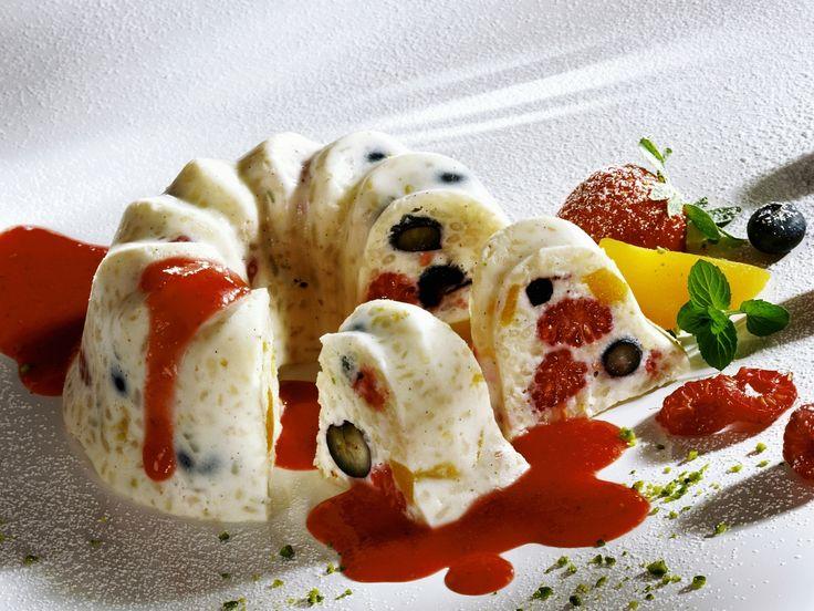 Eine außergewöhnliche Kreation! Kleiner Milchreiskuchen mit Erdbeersoße - smarter - Zeit: 30 Min. | eatsmarter.de