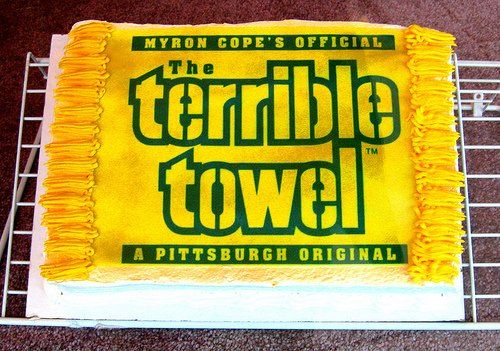 Pittsburgh Steelers Cake! This will be awesome at my super bowl party (regardless of who is playing lol)