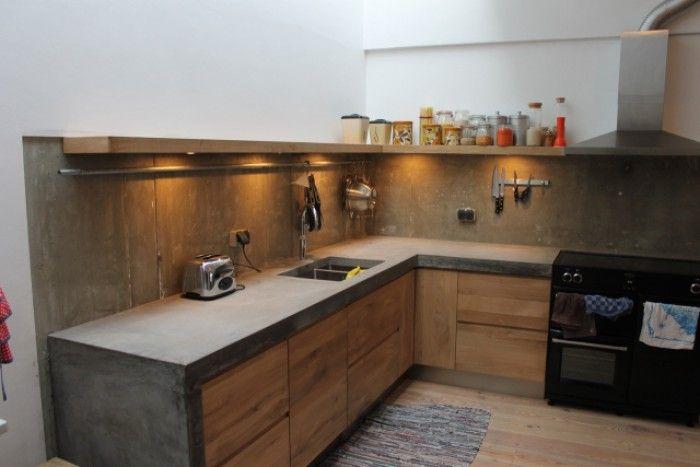 Keuken betonnen blad met houten frontjes gemonteerd op