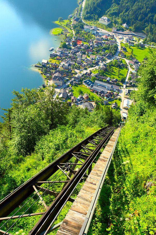 【画像あり】湖畔の美しい町、オーストリア「ハルシュタット」
