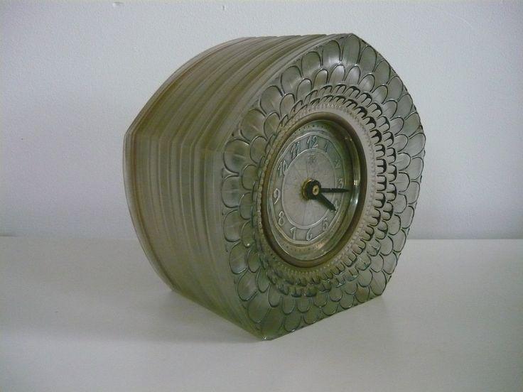 Ato clock Dahlia Lalique