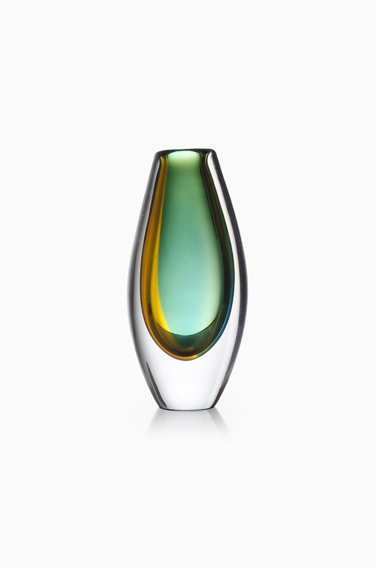 Vicke Lindstrand art glass vase produced by Kosta at Studio Schalling
