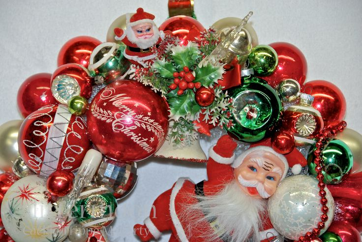 "Detail of ""Santa's Greeting"" Wreath from Glittermoon Vintage Christmas"