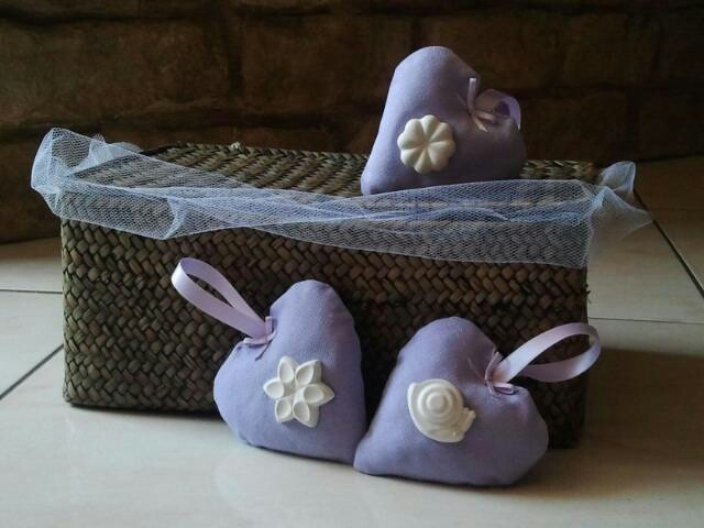 Lovely tissue handmade hearts filled with lavander and completed with ribbons and perfumed chalks to decorate doors, windows or wardrobes