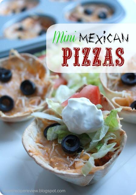 Recept: Mini Mexican Pizzas.  Leuk idee om samen met kinderen te doen: mini-tortilla-hapjes maken in een muffinvorm. Kies zelf lekkere vulling. http://www.therecipecritic.com/2012/10/mini-mexican-pizzas.html