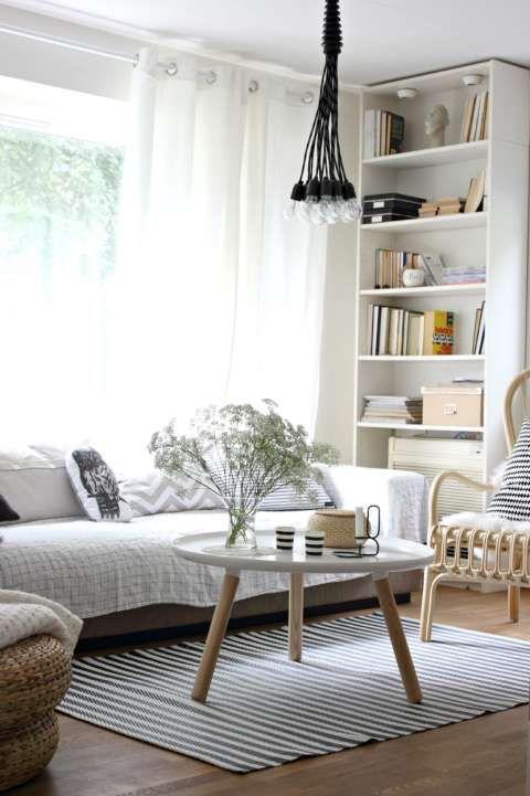 EN PALETT: Blogger Penelope Home sin stue er preget av dempede jordfarger, grått, hvitt og sort. Hun liker å holde seg til en fargepalett.
