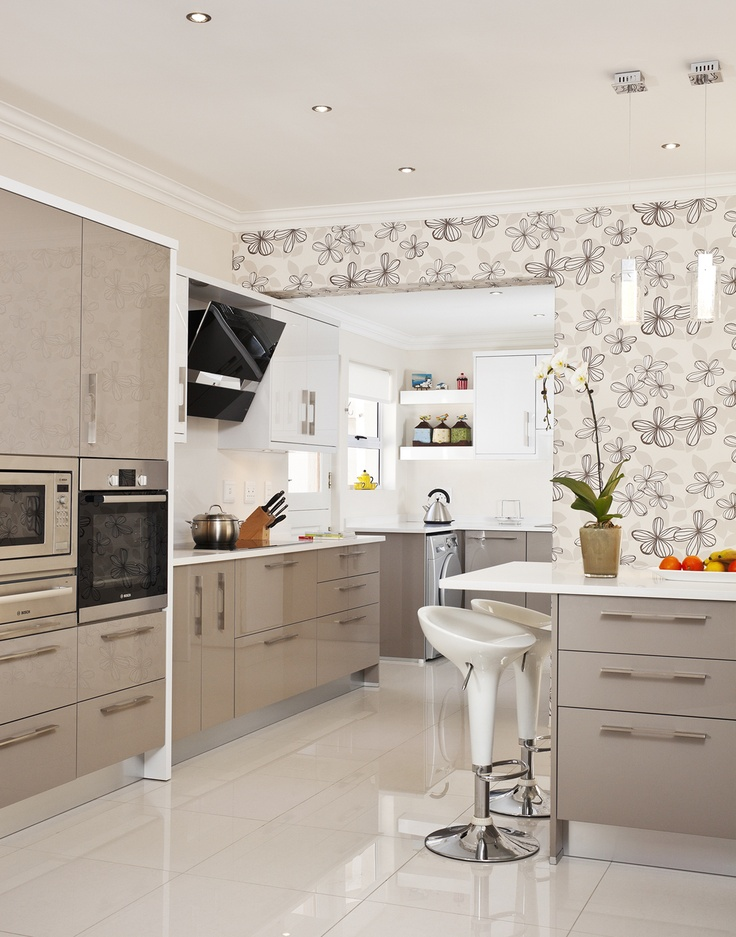 High Gloss with Samsung Quartz worktops featuring Best Kite Extractor